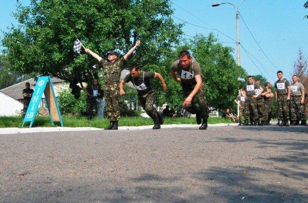 У Рівному військовослужбовці змагаються за першість з фізичної підготовки (ФОТО), фото-3