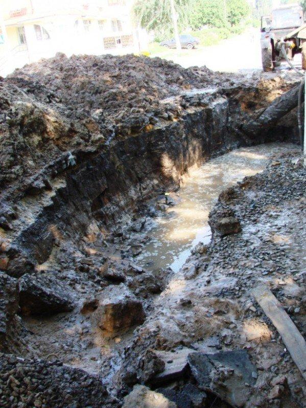 В центре Артемовска серьезный порыв водопровода (ФОТО), фото-1