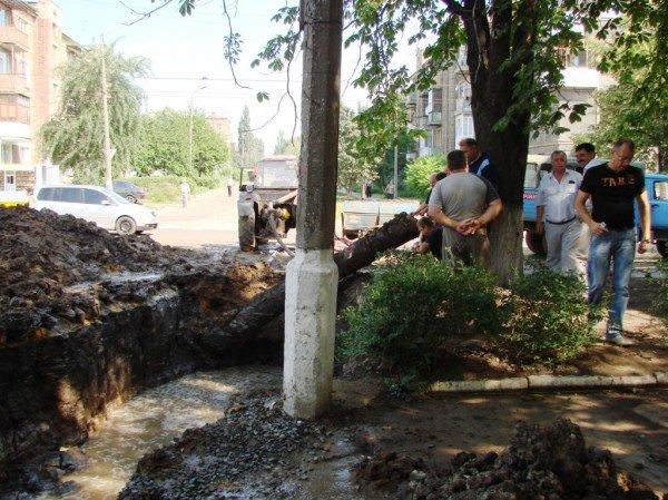 В центре Артемовска серьезный порыв водопровода (ФОТО), фото-2