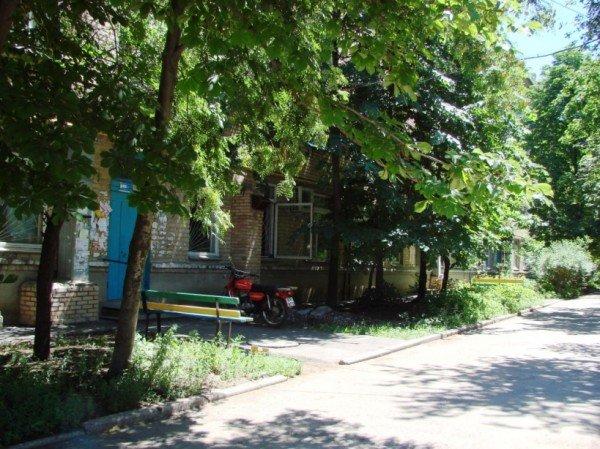 Артемовск: жителям дома по улице Чайковского, 26 ливневок не видать, фото-2