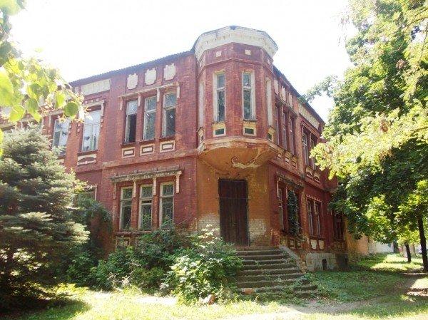 Артемовску не отдают старинное здание в центральном парке, фото-1