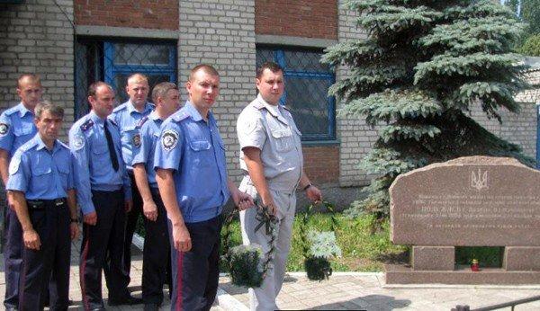 Работники горловской линейной милиции вспомнили о жертвах войны и погибшем сослуживце, фото-1