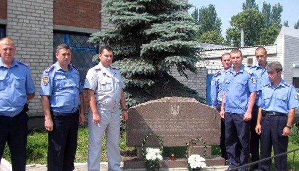Работники горловской линейной милиции вспомнили о жертвах войны и погибшем сослуживце, фото-2