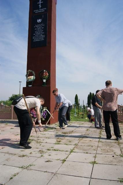 На Рівненщині ветерани та співробітники СБУ вшанували пам'ять жертв війни в Україні (ФОТО), фото-1