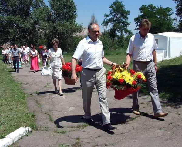 В годовщину начала ВОВ Игорь Шкиря возложил цветы к горловским обелискам, фото-1