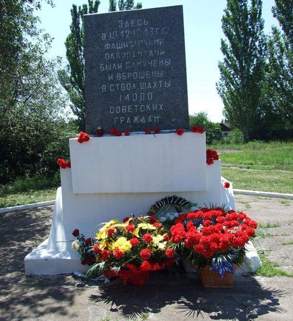 В годовщину начала ВОВ Игорь Шкиря возложил цветы к горловским обелискам, фото-2