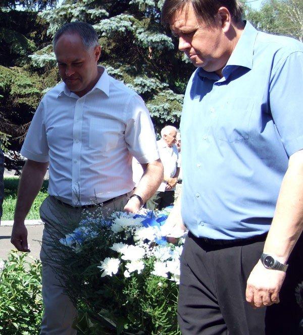 В годовщину начала ВОВ Игорь Шкиря возложил цветы к горловским обелискам, фото-4