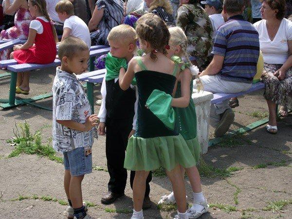 Владимир Весёлкин поздравил молодежь поселка Гагарина с праздником, фото-1