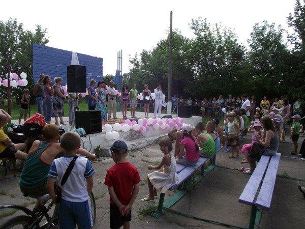 Владимир Весёлкин поздравил молодежь поселка Гагарина с праздником, фото-5