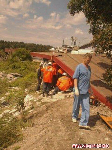 На Житомирщине груженая фура снесла автобусную остановку (ФОТО), фото-2