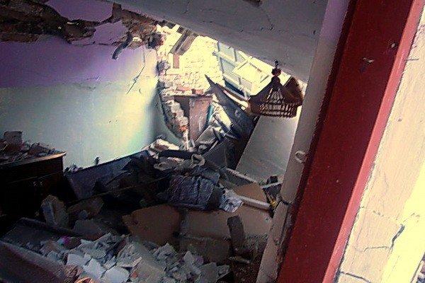 На Тернопільщині «КАМАЗ» перекинувся на житловий будинок та пошкодив газову лінію (фото), фото-2