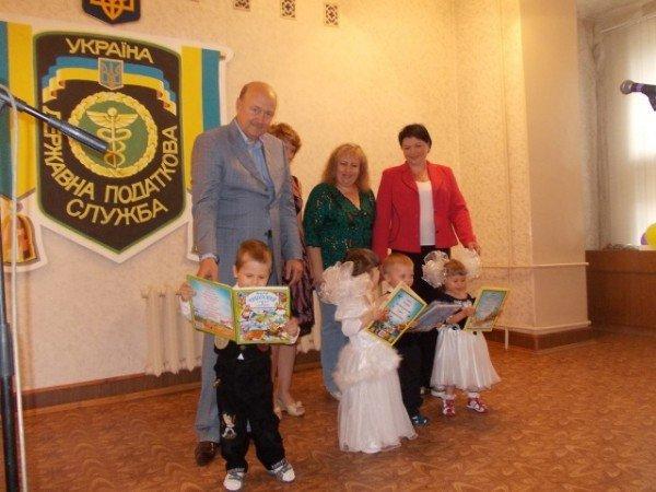 Артемовскую налоговую с профессиональным праздником поздравили малыши из Дома ребенка, фото-3