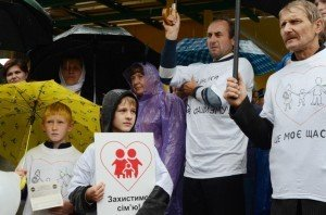 У Тернополі провели ходу протесту проти гомосексуалізму (фото), фото-2