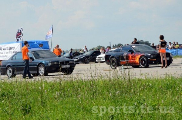 Швидкість, драйв, емоції та гарні дівчата в бікіні — у Тернополі пройшли змагання з Drag Racing (ФОТО, ВІДЕО), фото-2