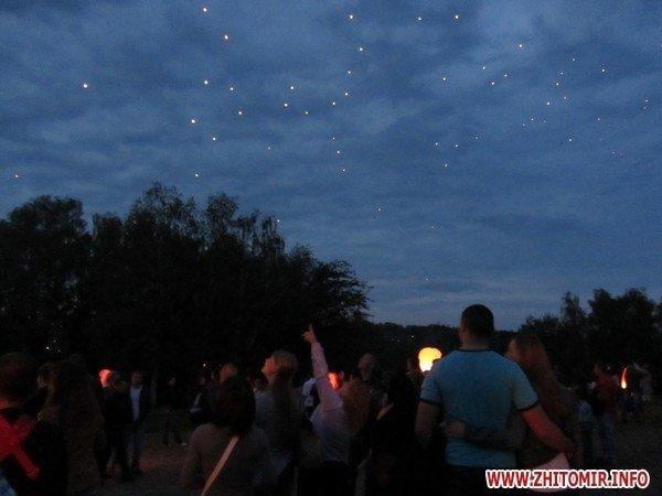 Житомиряне запустили в небо фонарики с пожеланиями(ФОТО), фото-10