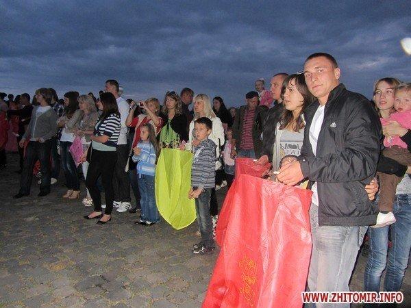 Житомиряне запустили в небо фонарики с пожеланиями(ФОТО), фото-1