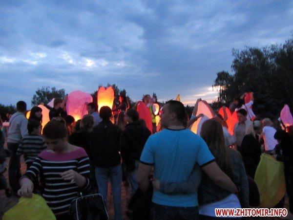 Житомиряне запустили в небо фонарики с пожеланиями(ФОТО), фото-4