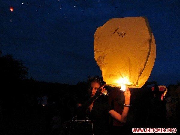 Житомиряне запустили в небо фонарики с пожеланиями(ФОТО), фото-6