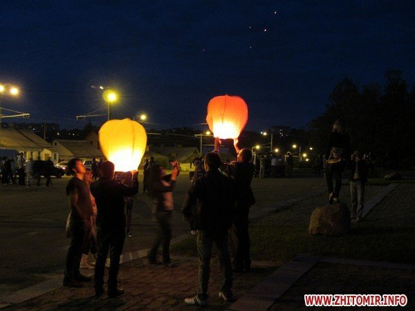 Житомиряне запустили в небо фонарики с пожеланиями(ФОТО), фото-8