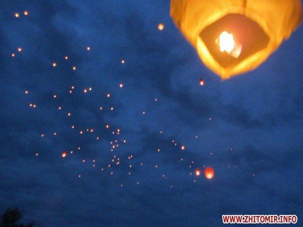 Житомиряне запустили в небо фонарики с пожеланиями(ФОТО), фото-9