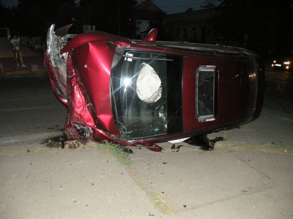 В Николаеве в результате столкновения двух автомобилей пострадал человек (ФОТО), фото-1