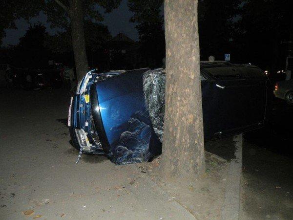 В Николаеве в результате столкновения двух автомобилей пострадал человек (ФОТО), фото-3