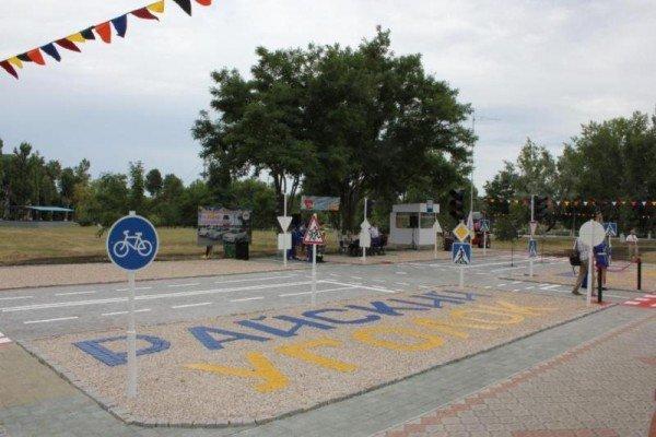 В Запорожской области открыли детский автогородок с дорожной разметкой, светофорами и постом ГАИ в натуральную величину (ФОТО), фото-1