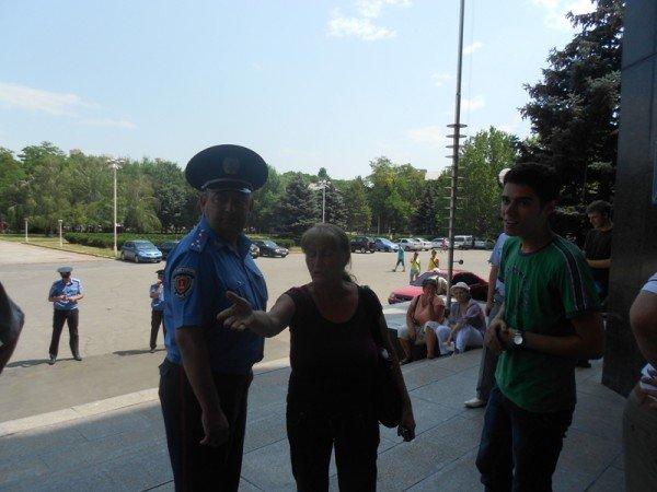 Активисты Партии регионов пытались сорвать вчерашнюю мирную акцию на крыльце Одесской облгосадминистрации (фото), фото-8