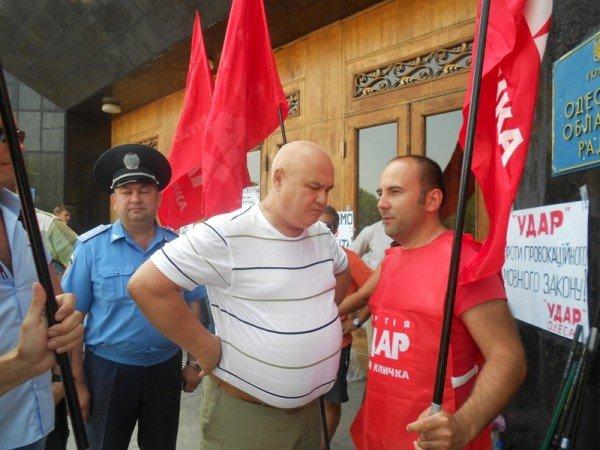 Активисты Партии регионов пытались сорвать вчерашнюю мирную акцию на крыльце Одесской облгосадминистрации (фото), фото-2