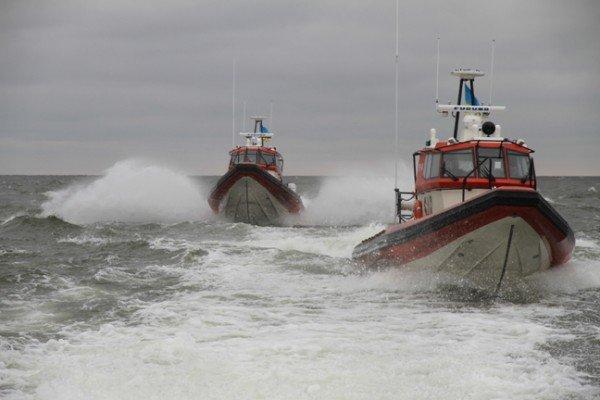 В районе Бердянской косы прогулочный катер потерпел бедствие. Были спасены 16 человек (ФОТО), фото-1