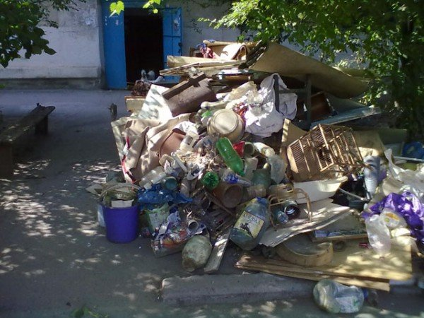 Херсонка сносила в квартиру мусор со всей округи (ФОТО), фото-1