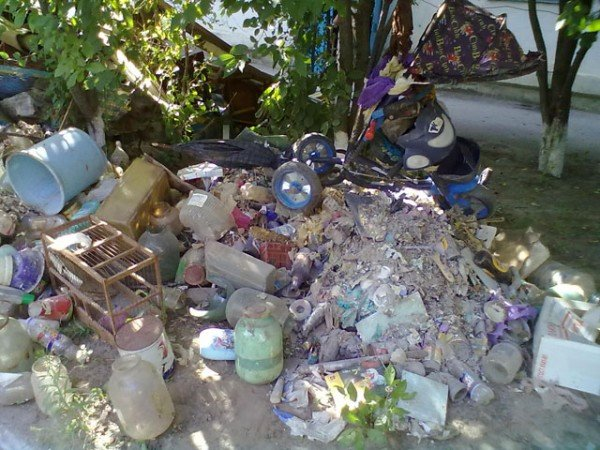 Херсонка сносила в квартиру мусор со всей округи (ФОТО), фото-3