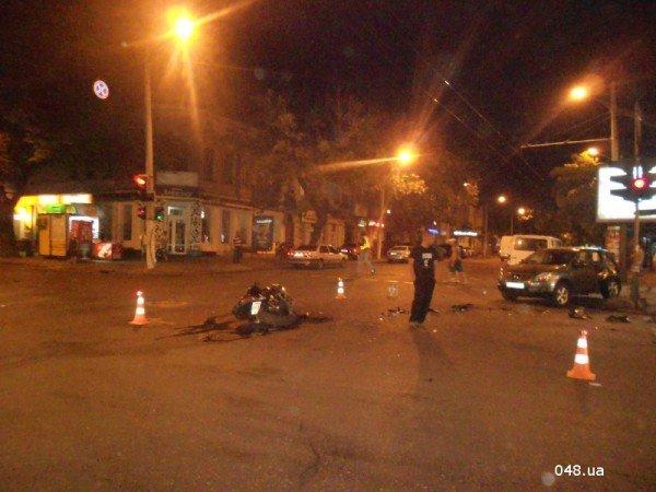 В центре Одессы разбился мотоциклист. Парень в тяжелом состоянии (фото, видео), фото-1