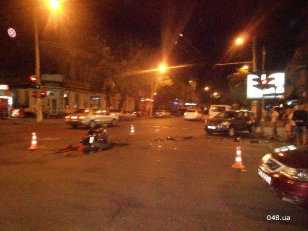 В центре Одессы разбился мотоциклист. Парень в тяжелом состоянии (фото, видео), фото-2