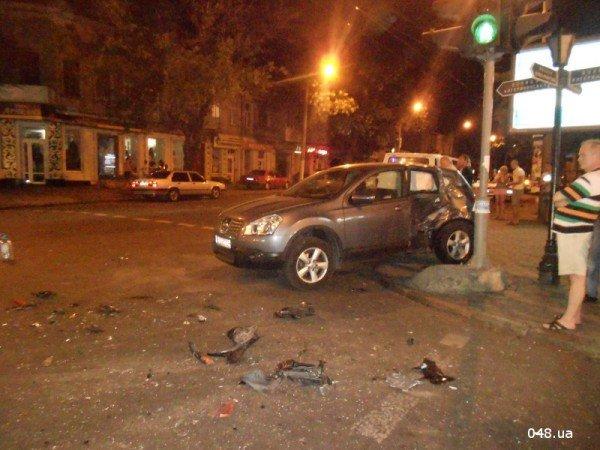 В центре Одессы разбился мотоциклист. Парень в тяжелом состоянии (фото, видео), фото-3