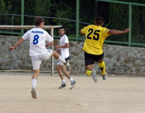 Кубок Ялты по футболу-2012: фавориты начинают, фото-2