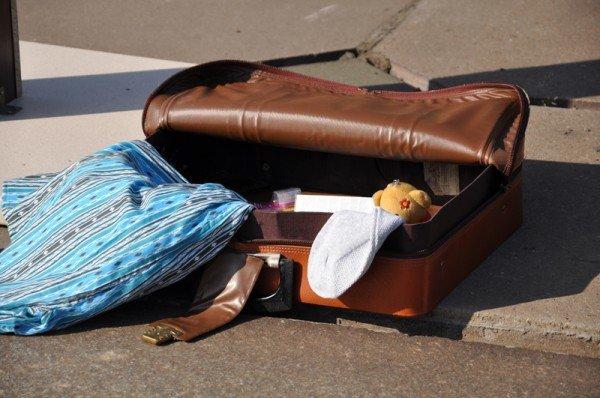 ФОТОРЕПОРТАЖ: В Запорожье журналисты собрали чемодан для путешествия «смотрящего» в Киев, фото-6