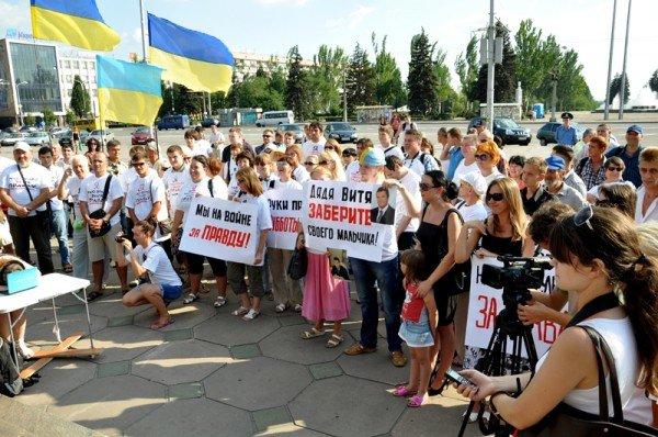 ФОТОРЕПОРТАЖ: В Запорожье журналисты собрали чемодан для путешествия «смотрящего» в Киев, фото-3