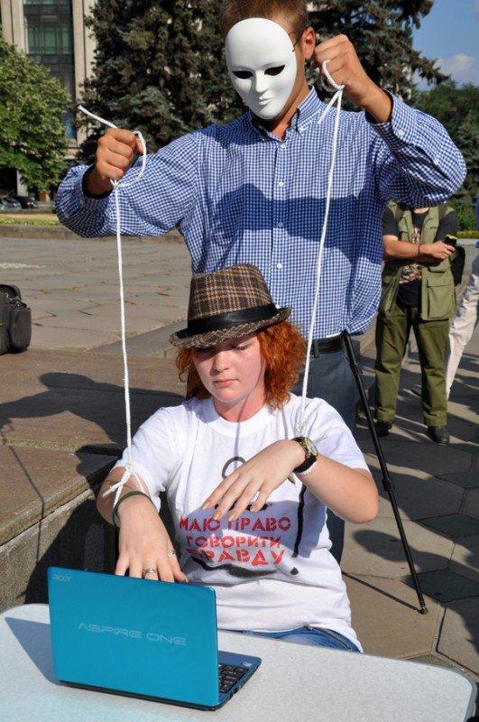 ФОТОРЕПОРТАЖ: В Запорожье журналисты собрали чемодан для путешествия «смотрящего» в Киев, фото-7