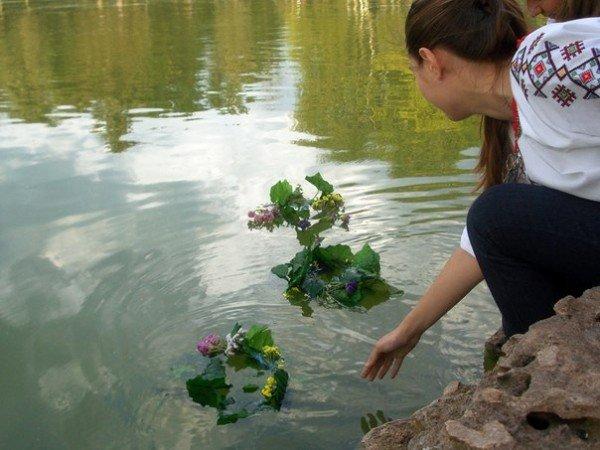 В Одессе прыгали через костер и пускали венки на воду на праздновании Ивана Купала (Фоторепортаж), фото-10
