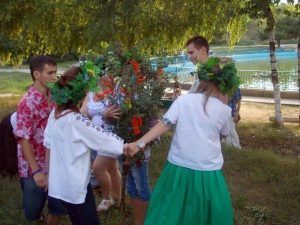 В Одессе прыгали через костер и пускали венки на воду на праздновании Ивана Купала (Фоторепортаж), фото-2