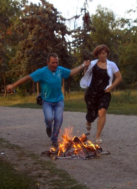В Одессе прыгали через костер и пускали венки на воду на праздновании Ивана Купала (Фоторепортаж), фото-9