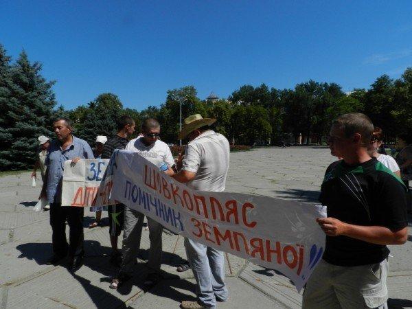 У Полтаві мітингують проти директора школи (ФОТО), фото-1