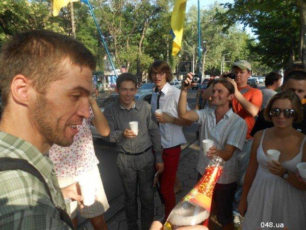 Януковичу в Одессе подарили огромную меховую шапку (Фото), фото-6