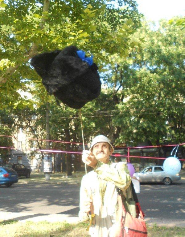 Януковичу в Одессе подарили огромную меховую шапку (Фото), фото-5