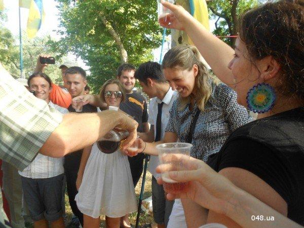 Януковичу в Одессе подарили огромную меховую шапку (Фото), фото-7