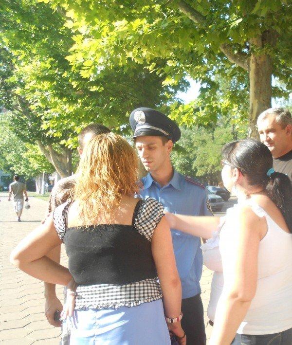 День рождения Президента Украины милиция отметила нападением на журналиста (Фото, Видео), фото-1