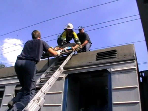 В Запорожье 16-летний москвич на крыше электрички доехал до реанимации (ФОТО), фото-2