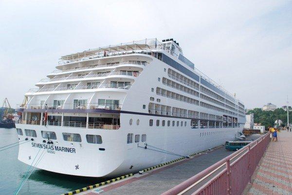 В Одессе пришвартовался невероятной красоты океанский лайнер (фото), фото-1