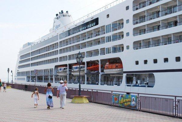 В Одессе пришвартовался невероятной красоты океанский лайнер (фото), фото-3